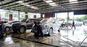 Rửa xe ô tô bằng nước rửa chén có ảnh hưởng gì không?